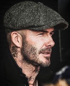 David Beckham DM 📩 for Advertisement! David Beckham Style, David Beckham Hat, Style Année 20, Irish Hat, Look Man, Men's Hats, Cloche Hats, Outfits With Hats, Hair And Beard Styles