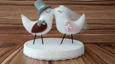 Lindo topo de bolo estilo Love Birds. Pode ser feito em qualquer cor e os detalhes personalizados de acordo com o gosto da cliente.