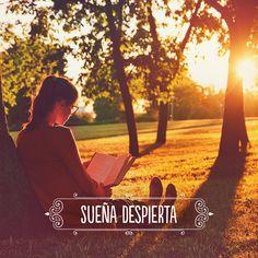 Leer un buen #libro te da la oportunidad de #soñar despierta e imaginar mundos increíbles. ¿Qué libro nos recomiendas? #frase #mujer