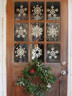 Small Space Holiday Decor - Decorating Small Spaces For The Holidays - Good Housekeeping