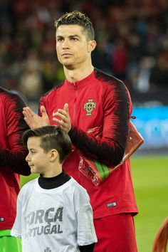 Cristiano Ronaldo Photos - Cristiano Ronaldo of Portugal looks on during the International Friendly between Portugal and Egypt at the Letzigrund Stadium on March 2018 in Zurich, Switzerland. Cristiano Ronaldo 7, Ronaldo Photos, Genoa Cfc, Portugal, Ronaldo Wallpapers, Football Jerseys, Soccer Players, Real Madrid, Athlete
