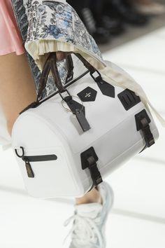 Louis Vuitton at Paris Fashion Week Spring 2018 - Details Runway Photos Louis Vuitton Handbags, Purses And Handbags, Louis Vuitton Monogram, Leather Handbags, Leather Bags, Sacs Louis Vuiton, Chanel, Luxury Bags, Cross Body Handbags
