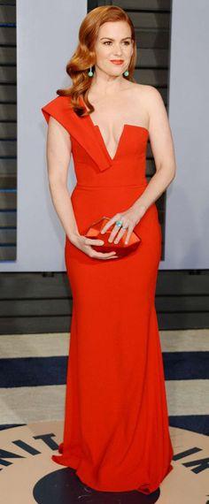 robe Isla Fisher de soirée rouge longue asymétrique 2018 Vanity Fair Oscar  Party Tapis Rouge, e347a67f9802