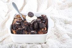 Αυτή η πουτίγκα, έιναι ένας έξυπνος και πεντανόστιμος τρόπος για να αξιοποιήσετε το μπαγιάτικο τσουρέκι που περίσσεψε. Greek Easter, Easter Recipes, Acai Bowl, Cereal, Chocolate, Breakfast, Oreo, Bread Puddings, Food
