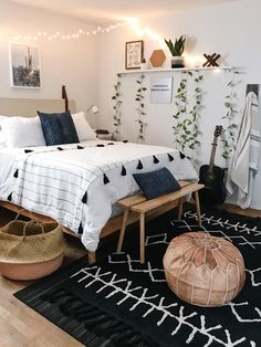 Boho bedroom decor cozy wood with black carpet Tumblr Bedroom Decor, Boho Bedroom Decor, Boho Room, Cozy Bedroom, Bedroom Inspo, Master Bedroom, Boho Teen Bedroom, Bedroom Small, Glamour Bedroom