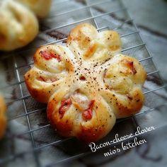 Bread Bun, Bread Cake, Bread Pizza, Breakfast Around The World, Bakery Menu, Pull Apart Bread, Asian Recipes, Ethnic Recipes, Cheese Bread