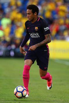 Neymar of Barcelona attacks during the La Liga match between UD Las Palmas and Barcelona at Estadio de Gran Canaria on May 14, 2017 in Las Palmas, Spain.