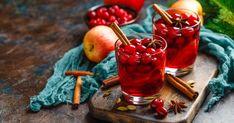 Varené víno s brusnicami - dôkladná príprava krok za krokom. Recept patrí medzi tie najobľúbenejšie. Celý postup nájdete na online kuchárke RECEPTY.sk. Moscow Mule Mugs, Cherry, Fruit, Vegetables, Drinks, Tableware, Food, Drinking, Beverages
