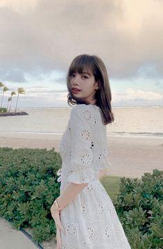 "♡ on Twitter: ""รักทะเลที่มีเธอ สวยมากกกก… "" Kim Jennie, Ft Tumblr, Lisa Blackpink Wallpaper, Lisa Bp, Moda Vintage, Blackpink Photos, Blackpink Fashion, Blackpink Jisoo, Kpop Girls"