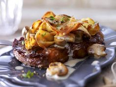 Gratinated rump steaks with potato mushroom crust recipe - Easy Food Recipes Recipe 30, Crust Recipe, Recipe Source, Fast Dinners, Easy Meals, Steak Recipes, Cooking Recipes, Austrian Cuisine, Food Wishes