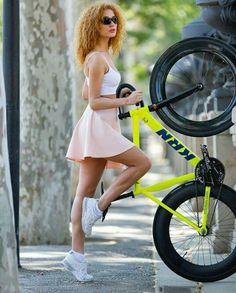 Fixed Gear Girl, Cycling Girls, Road Bike, Mountain Biking, Ballet Skirt, Bicycles, Skirts, Pink, Beauty