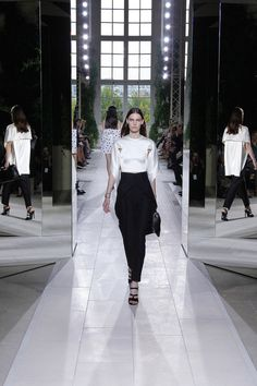 Balenciaga Spring 2014 RTW. #Balenciaga #Spring2014 #PFW black and white. cape sleeves. structured. cape. tapered pant. tulip pant overlay.