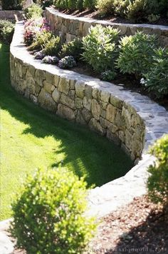 38 Amazingly Green Front-yard & Backyard Landscaping Ideas Get Basic Engineering, Home Design & Home Decor. Amazingly Green Front-yard & Backyard Landscaping Ideasf you're anything like us, y Landscaping A Slope, Landscaping Retaining Walls, Landscaping Ideas, Mailbox Landscaping, Country Landscaping, Garden Retaining Wall, Stone Retaining Wall, Stone Fence, Stone Walkway