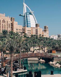 Madinat Jumeirah, Dubai Beautiful Hotels, Beautiful Places, Cool Places To Visit, Places To Travel, Dubai Travel, Travel Europe, Naher Osten, Dubai City, Worldwide Travel