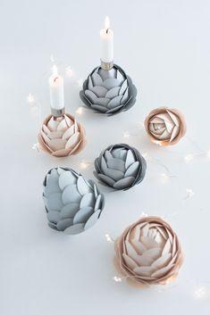 Winterdeko: Papier-Tannenzapfen als Kerzenhalter
