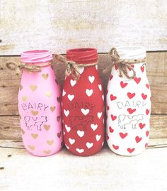 Set of 3 Hand Painted and Distressed Dairy Bottles Valentines Wine Bottle Crafts, Mason Jar Crafts, Mason Jar Diy, Bottle Painting, Bottle Art, Bottles And Jars, Glass Bottles, Valentine Crafts, Valentines
