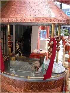 Primăvară în Istanbul | Turca La Un Ceai Istanbul, Mirror, Furniture, Home Decor, Decoration Home, Room Decor, Mirrors, Home Furniture, Interior Design