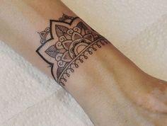 Ideas tattoo wrist mandala tatoo for 2019 Mandala Wrist Tattoo, Wrist Tattoos, Arm Band Tattoo, Body Art Tattoos, Sleeve Tattoos, Tatoos, Hand Tattoo, Maori Tattoos, Simple Mandala Tattoo