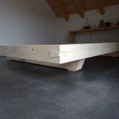 Bettrahmen aus Balken | Schreinerei Holzlabor Bern