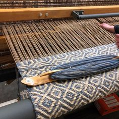 This a pattern from Lark Textile Design, the previous owner of our looms. It's called Steeple. Weaving Tools, Weaving Art, Tapestry Weaving, Loom Weaving, Hand Weaving, Weaving Designs, Weaving Patterns, Woven Rug, Woven Fabric