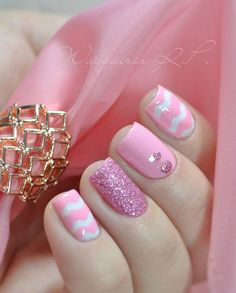 A wonderful looking pink nail art design. Using white as base coat, lovely details such as pink glitters and beads have been added on top. Bold pink zigzag lines have also been painted on top.