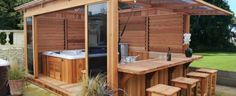 Discover the Grand Venetian shelter great Venetian wooden gazebo spa Azur Clair manufacturer.  A spacious chalet, quality, weather resistant and easy mounting to the ground.