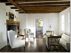 Country Home Interior Design – Restoring a House Cottage Chic, Cottage Living, My Living Room, Home And Living, Living Spaces, Country Living, Cabin Chic, Rose Cottage, Cottage Style