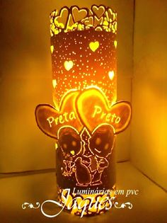 luminária em pvc noivos Plastic Bottle Crafts, Plastic Bottles, Pvc Projects, Pipe Lamp, Pvc Pipe, Wall Design, Signage, Wedding Reception, Wedding Gifts