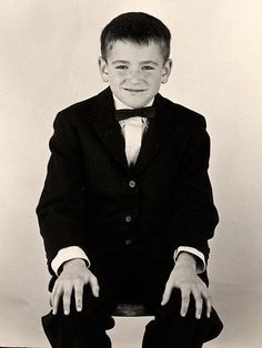 """Robin Williams, childhood photo, early As a boy, Robin stayed up late to listen to his father watching """"The Jack Paar Show"""". When Robin heard his father laughing at the antics of Jonathan Winters, Robin had found his calling. Young Celebrities, Celebs, Madame Doubtfire, Portraits, Jolie Photo, Look At You, Man Humor, Famous Faces, Celebrity Photos"""