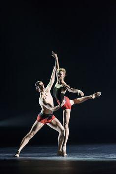 Reece Clarke & Zenaida Yanowsky in Symphonic Dances © 2017 ROH. Photograph by Bill Cooper