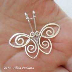 CHARMING BUTTERFLY PENDANT Handmade Jewelry Wire por AlinasStudio