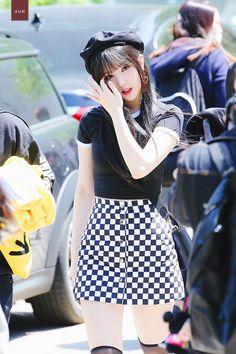 Gfriend Profile, Kpop Entertainment, Jung Eun Bi, Kpop Drawings, Airport Style, Korean Singer, Daily Fashion, Kpop Girls, Asian Beauty