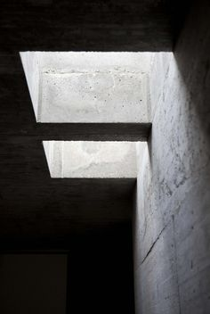 Image 9 of 18 from gallery of House in Pedrogão / Phyd Arquitectura. Photograph by Montserrat Zamorano Shadow Architecture, Architecture Details, Interior Architecture, Concrete Architecture, Pavilion Architecture, Minimalist Architecture, Contemporary Architecture, Arch Light, Concrete Interiors