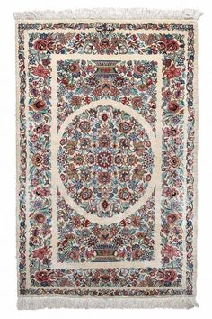 Just like the wool carpets from Qum, these carpets are among the most exclusive knotted artefacts of the Orient. The diversity of patterns is one of the largest in the Orient. And only patterns from other provenances in Iran are adapted and refined.