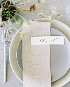 La Tavola Fine Linen Rental: Tuscany Natural | Photography: Meghan Mehan, Styling: Harvesting Love, Florals: Hawthorn Flower Studio, Tabletop Rentals; Theoni Collection