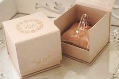 Lembrancinhas para Festa de 15 Anos Sapatinho Cinderela Wedding Boxes, Wedding Cards, Wedding Favors, Wedding Gifts, Wedding Decorations, Wedding Souvenir, Party Favors, Quince Invitations, Wedding Invitations