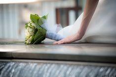 Reportage di nozze di Kamila & Paolo di Riccardo Bestetti Spring Wedding Bouquets, Bouquet Wedding, Wedding Simple, Simple Weddings, Bride, Simple Wedding Updo, Wedding Bride, Bridal, Easy Weddings