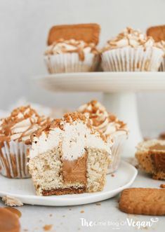 Lotus Cheesecake Recipe In 2019 Biscoff Cookie Butter . Biscoff Cookie Cheesecake Bars Tasty Kitchen: A Happy . Cooking LSL Simple And Inspiring Recipes. Cupcake Vegan, Vegan Cupcake Recipes, Biscoff Recipes, Gourmet Recipes, Vegan Recipes, Kitchen Recipes, Beef Recipes, Biscoff Cupcakes, Biscoff Cheesecake