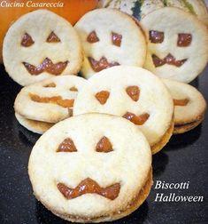 Biscotti Halloween ricetta dolci facile veloce ed economica da preparare buoni con la confettura di zucca ma anche con cioccolato o altra confettura