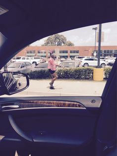 Lunchtime in Atlanta… Dude getting his baton groove on