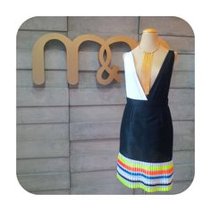 Look elegante body + falda peplum y plisados neon