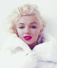 Vintage Makeup Milton's Marilyn - Schirmer/Mosel, Milton Greene's photographs of Marilyn Monroe. Small hardcover with illustrated boards. Vintage Makeup, 50s Makeup, Rockabilly Makeup, Crazy Makeup, Makeup Art, Vintage Trends, Vintage Images, Vintage Ideas, Vintage Designs