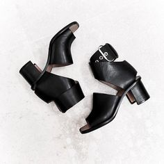 Outstanding Shoes Makes All Summer Fresh Look. Lovely Colors and Shape. The Best of footwear in - Shoes Fashion & Latest Trends Shoe Boots, Shoes Sandals, Shoe Bag, Heeled Sandals, Baskets, Dream Shoes, Shoe Closet, Girls Shoes, Black Shoes