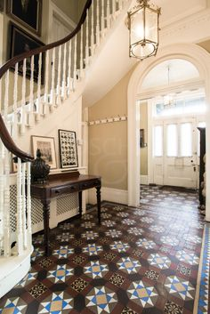 What an entryway! Light and airy and splashes of dark wood. ~V _____________ location: Victorian home - Belsize Park, London floor tiles Victorian Hallway, Victorian Tiles, Victorian Interiors, Loft Interiors, Victorian Design, Victorian Decor, Victorian London, Victorian Flooring, Victorian Terrace House