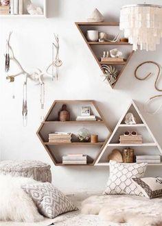 étagères murales de design géométriques en bois en tant que DIY déco chambre ado fille pratique et esthétique