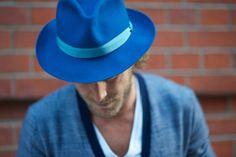 Lovin the hat.