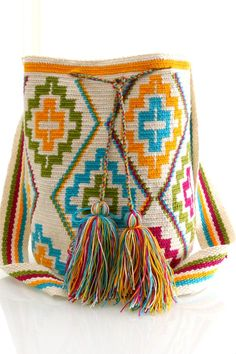 wayuu boho bags with crochet Mochila Crochet, Bag Crochet, Crochet Handbags, Crochet Purses, Crochet Stitches, Knitting Projects, Crochet Projects, Tapestry Crochet Patterns, Tapestry Bag