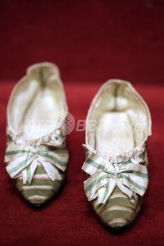 マリー・アントワネットのシルク靴、約648万円で落札 パリ 国際ニュース:AFPBB News