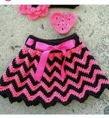 en-guzel-orgu-bebek-etegi-modelleri Crochet Girls, Crochet For Kids, Free Crochet, Chevron, Crochet Skirt Pattern, Boho Shorts, Gym Shorts Womens, Thing 1, Skirts