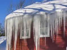 house with ice dams